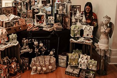 holiday-market-artist-booth-1200x800